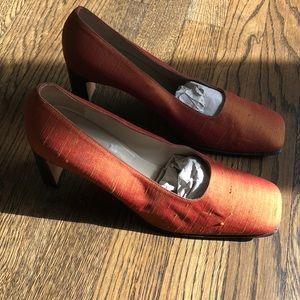 VEUC red/gold thai silk heel by Anne Klein II